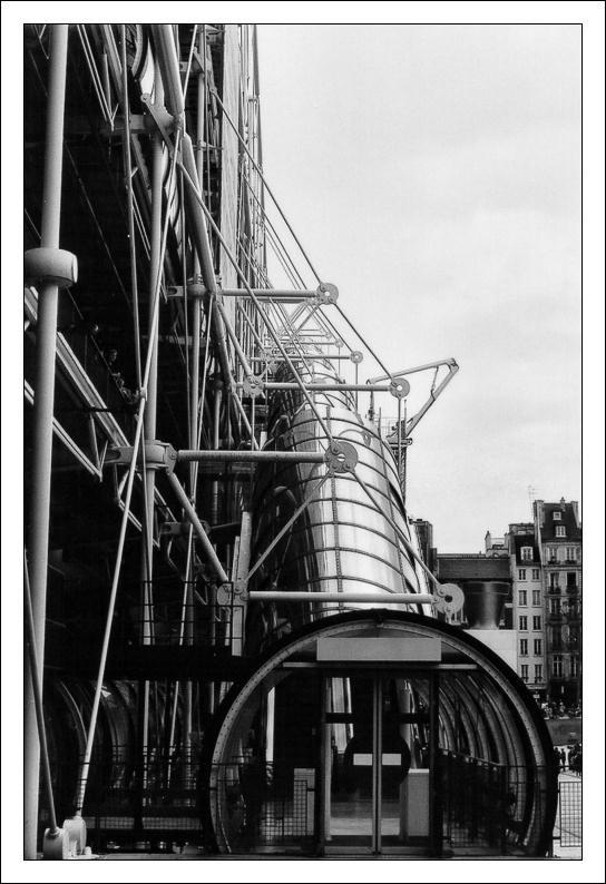 http://randolf.free.fr/photo_site/img/Divers%20Paris/Beaubourg%2001.jpg